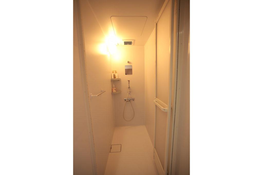 男女別個室シャワー各2
